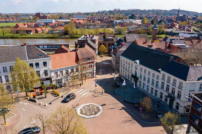"""""""Wervik heeft een leuk centrum, gezellige terrasjes, de Leie is vlakbij en je kan geweldige wandelingen maken in De Balokken"""", luidt het bij Kristel Aerts. (foto Kurt)©Kurt Desplenter Foto Kurt"""