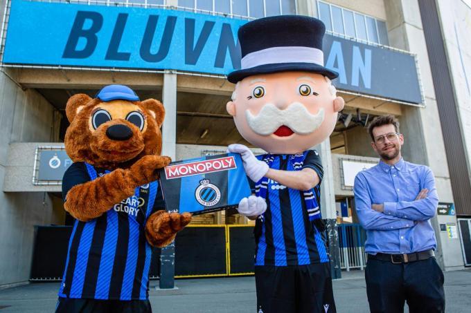 De mascottes van Club Brugge en Cedric Libbrecht van Monopoly.© Davy Coghe