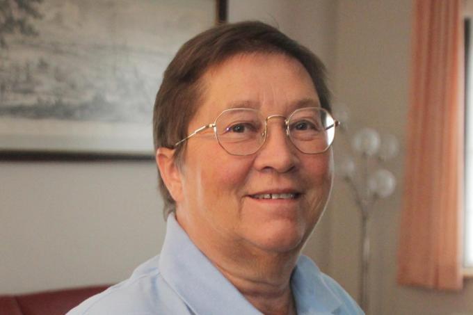 Brigitte D'Huyvetter zag de uitleendienst van het Zwevegemse Rode Kruis enorm evolueren.© GJZ