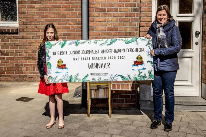 Junior Journalist Astrid Velghe en Anita Sleeckx van Davidsfondsafdeling Harelbeke-Hulste-Bavikhove.© Thomas De Boever