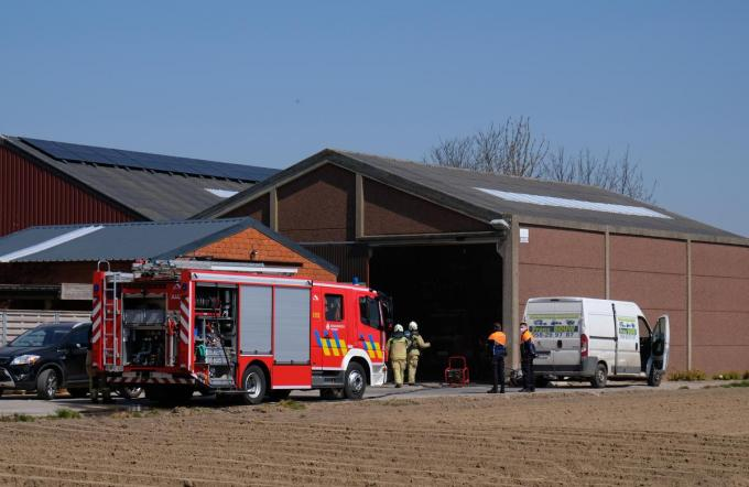De brandweer ventileerde de loods waarin het gebrand had.©José Tyteca José Tyteca
