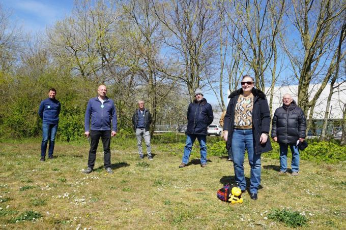 Een delegatie van Groen Bredene trok maandag naar het Paelsteenveld waar door Natuur & Bos al jarenlang het maai-minder-principe wordt gehanteerd.© Marc Mahieu