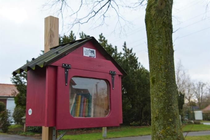 In Izegem zijn er negen boekenruilkastjes. De bieb zoekt peters en meters hiervoor.© gf