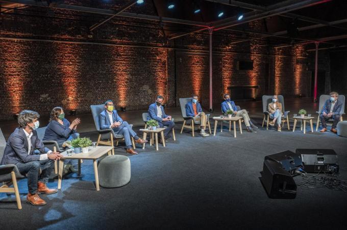 MSKA Roeselare organiseerde een politiek debat tussen haar leerlingen en enkele toppolitici.©STEFAAN BEEL Stefaan Beel