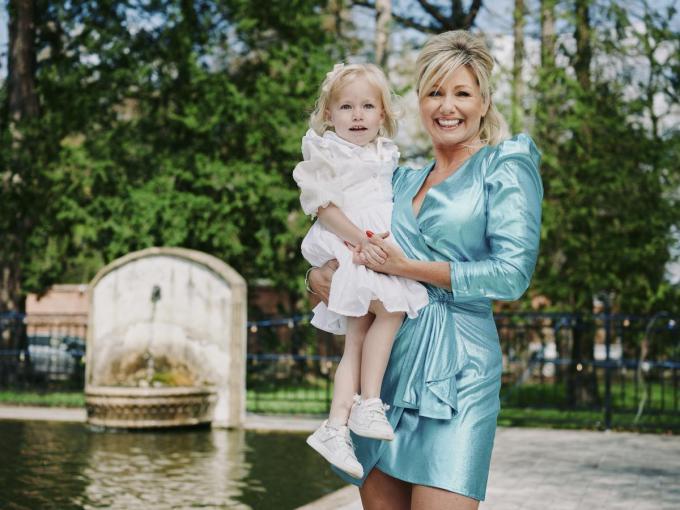 """Lindsay met haar driejarige dochtertje Lisa-Marie: """"Een onvervulde kinderwens is nog altijd onderschat."""" (Foto Joris Casaer)©JORIS CASAER"""