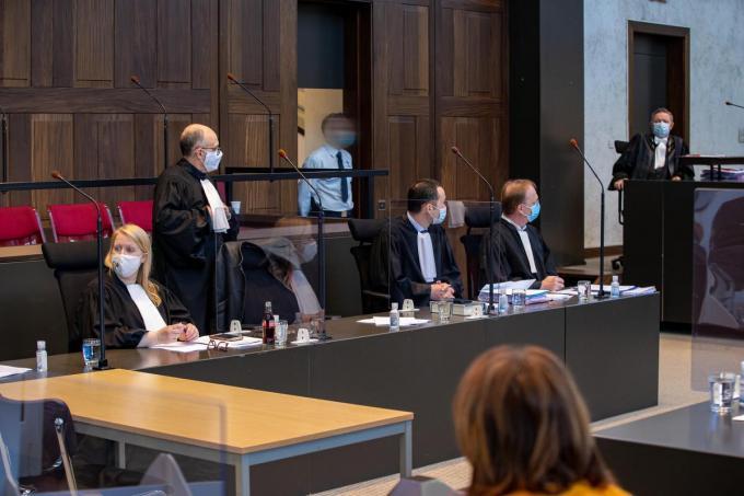 Advocaten Mieke Byttebier, Luc Arnou, Tim De Vogelaere en Jan Leysen.© BELGA/KURT DESPLENTER