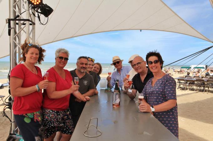 De Champagnewandelingen eindigen telkens op het strand.© MVO