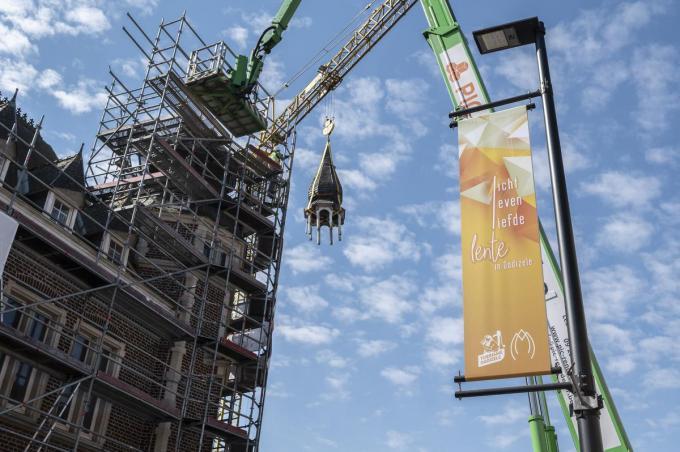 Het torentje wordt binnen twee maanden teruggeplaatst. (foto JS)© Stefaan Beel