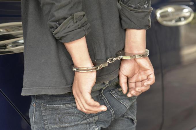De agenten hadden alle moeite van de wereld om M.D. te overmeesteren en te boeien.© Getty