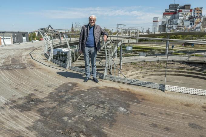 Carl De Keukelaere was in 2008 schepen van mobiliteit en blijft ook vandaag voorstander van de Spiraalbrug. Al beseft hij ook dat herstellingswerken nodig zijn. (foto Stefaan Beel)© Stefaan Beel