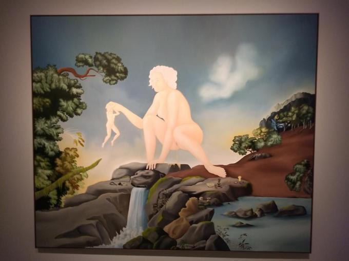 Lemon Drizzle: een plassende vrouw in een panoramisch landschap.
