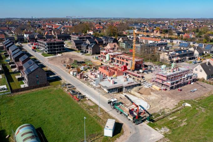 Er wordt gebouwd dat het een lieve lust is. Op foto herkennen we de Halfuurdreef in Veldegem. (foto Kurt)©Kurt Desplenter Foto Kurt