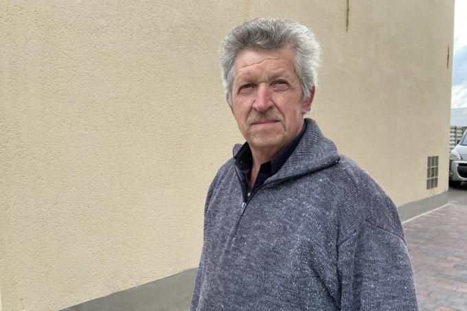 Etienne Vandewiele was zelf metselaar, maar staat nu toch te kijken van de bouwwoede in zijn gemeente© KVdm
