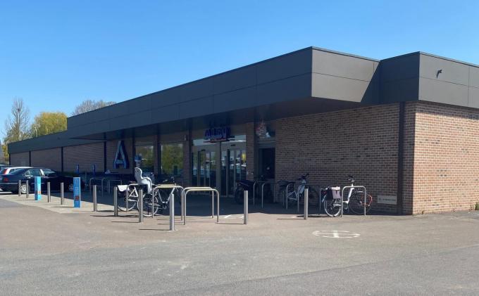 De huidige winkel van ALDI gaat tegen de vlakte en maakt plaats voor een grotere winkel met een ondergrondse parking.