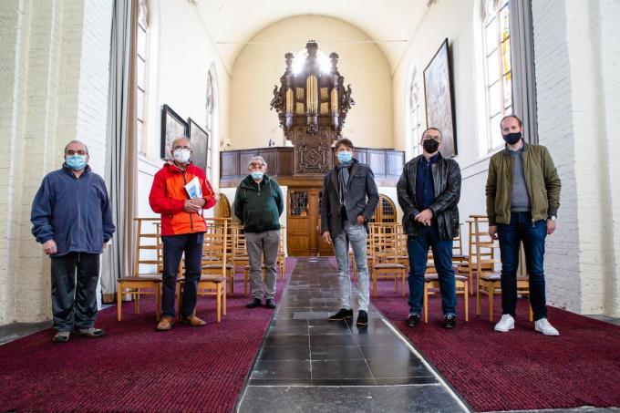 Het 'Stalhilse' orgel kreeg bezoek van een Nederlandse delegatie. We herkennen Ronny Van Litsenburgh, Erik Blauwet, Honoré Vandecasteele, Gerard Boot, Bram De Wolf en André Poortvliet.© Davy Coghe