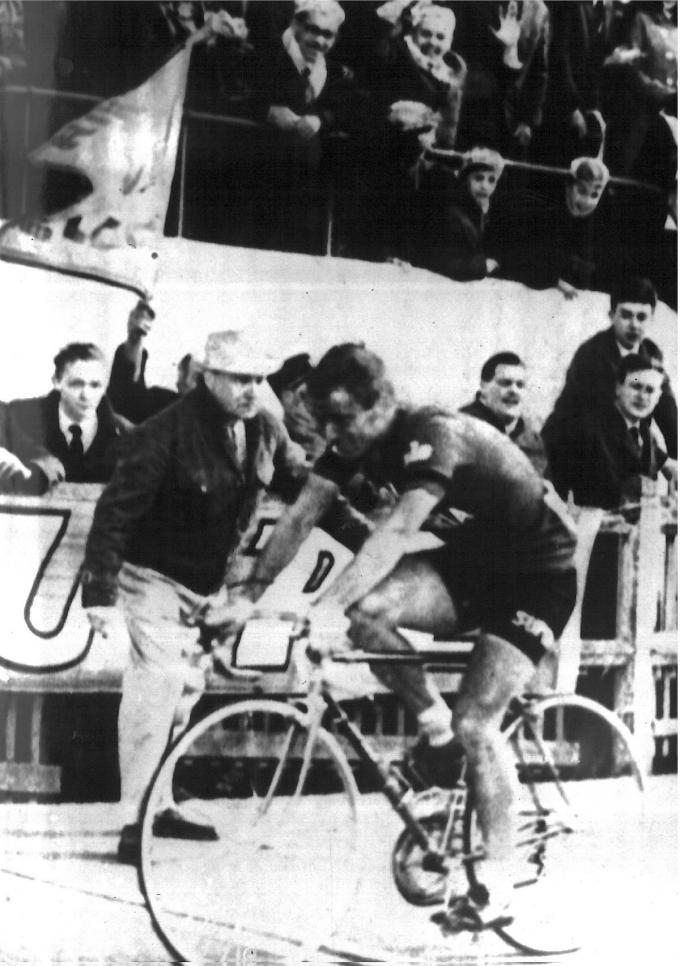 Het mooiste moment uit de carrière van Rik Van Looy vindt Willy Lagrou zijn derde zege in Parijs-Roubaix.© BELGA