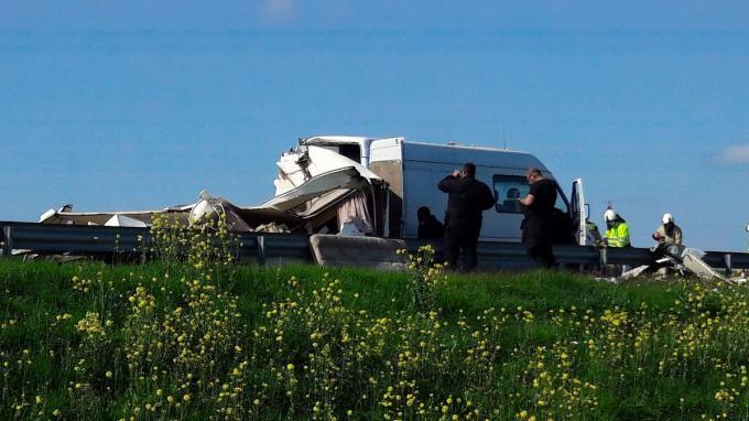 De caravan werd volledig pletgewalst.© JT
