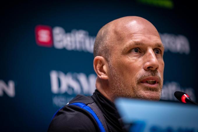 Coach Philippe Clement klonk strijdvaardig op de persbabbel.© Belga