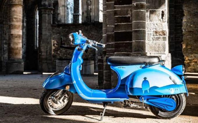 De scooter is geïnspireerd op het werk van kunstenaar Jean-Michel Folon.© GF