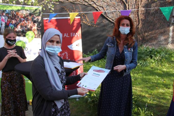 Ella Cappon van FMDO, Fatima Aboudrar en burgemeester Ruth Vandenberghe.© foto JVGK
