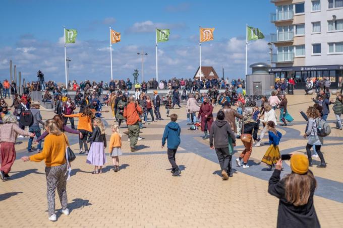 Op het Epernayplein ontstond een flashmob.© foto LC