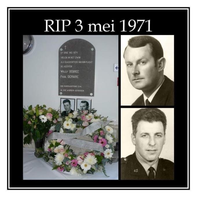 Op de binnenkoer van het voormalige politiebureau in de Stacquetstraat werd een gedenkplaat onthuld voor de overleden politieagenten.© DM