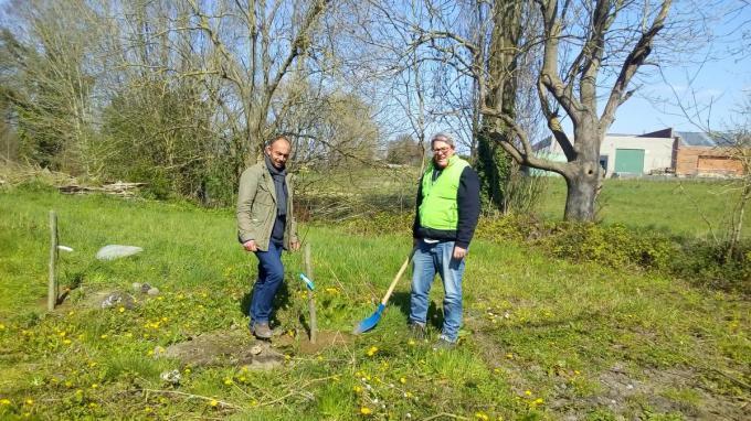 Olivier Marescaux en vzw-vrijwilliger Dag Geeraert.© Carlo Herpoel