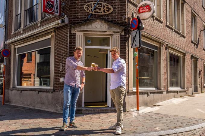In café D'Hespe bundelt Jeppe Verdoodt de krachten met Robbe Dejonckheere.©Wouter Meeus foto WME