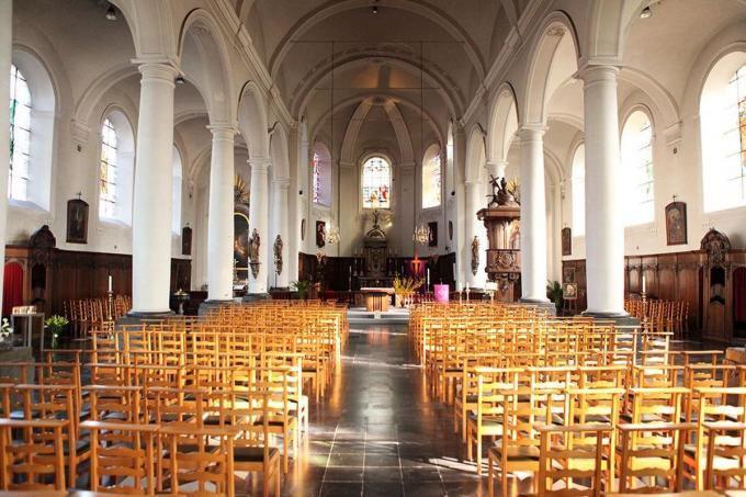 Binnenin de Sint-Amandskerk zal er kunst te bewonderen zijn.©FODI
