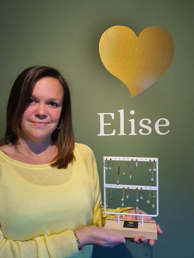 Elien Vandenbroecke verkoopt voortaan haar handgemaakte juwelen in Juwelen Elise.© CH