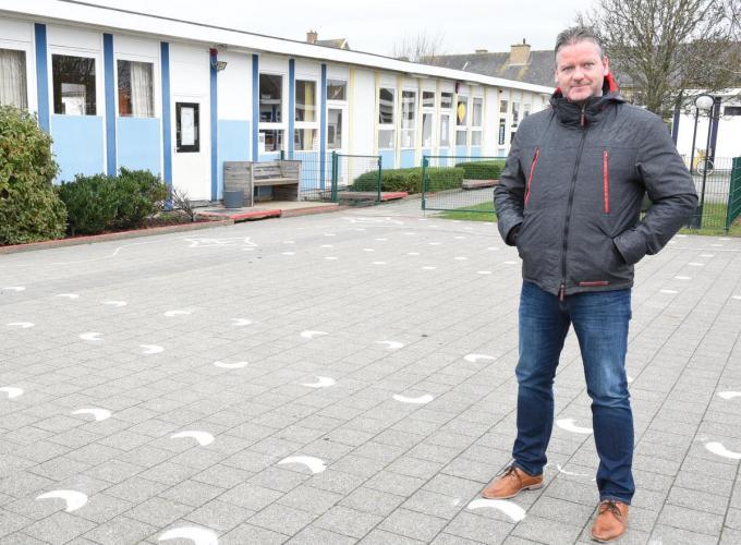"""Directeur Gunther Vanmassenhove: """"Sinds het begin van de crisis was er geen corona op school. De besmettingen nu komen dus als een verrassing.""""©Edwin Fontaine EFO"""