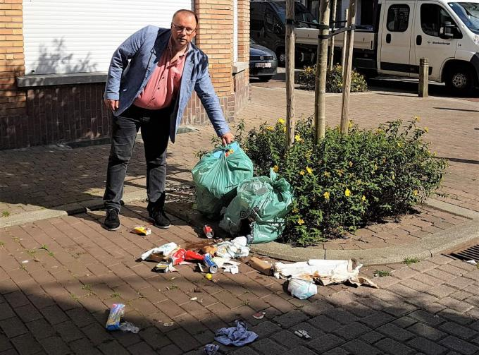 Afvalzakken mogen niet voor het voorziene tijdstip buiten geplaatst worden.© WK