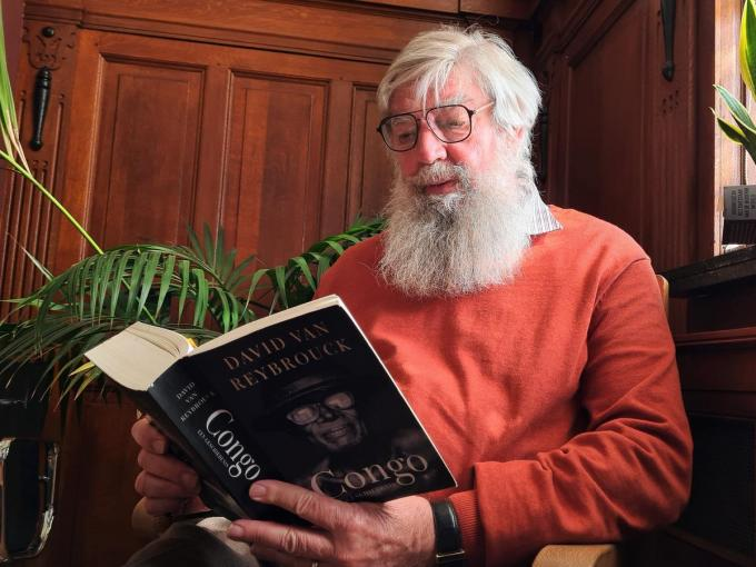 Schepen Herman Ponnet (Vooruit) kent het werk van Dirk van Reybrouck. Zijn boek over Congo was reeds leesvoer voor de schepen.©wilfried Ossieur wilfried Ossieur