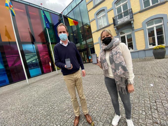 Schepen Jan Verfaillie en deskundige Lokale Economie Stephanie Thybaert.© Myriam Van Den Putte