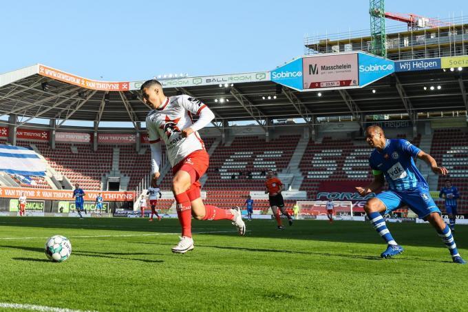Gianni Bruno in actie tijdens de match tegen KAA Gent.© Belga