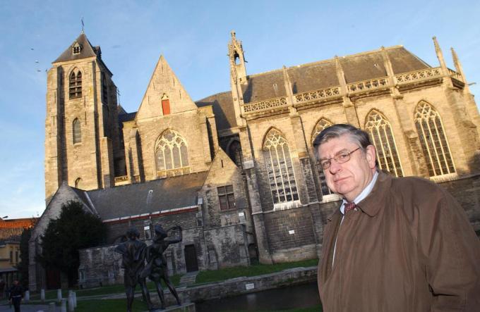 Ignace Van Canneyt bij de historische O.L.Vrouwekerk. (©PATRICK HOLDERBEKE PHK