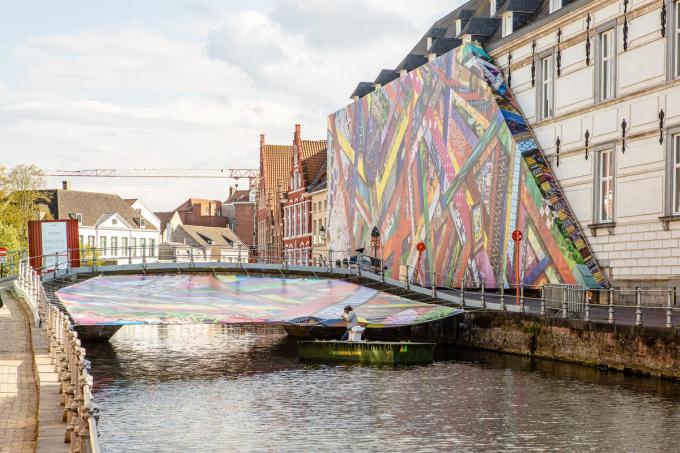 Het kunstwerk van Amanda Browder langs de Verversdijk in Brugge.© Davy Coghe