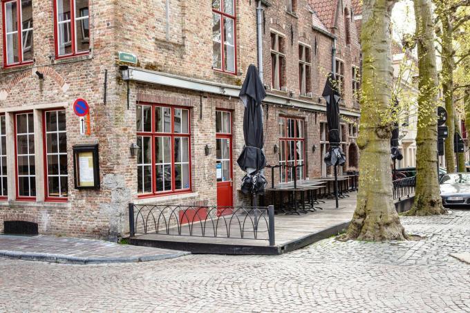 Een nieuwe luifel voor de brasserie mag niet van Onroerend Erfgoed Vlaanderen.© Davy Coghe