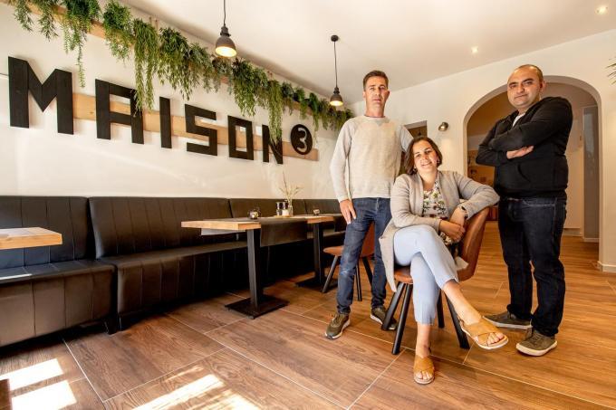 Guanael Caigny, Jill Vannieuwenhuyse en Oktay Cevik in hun brasserie Maison 3.© (Foto JCR)