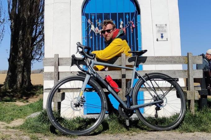 Wouter houdt onder meer halt bij de Tontekapel in Zwevegem. (gf)