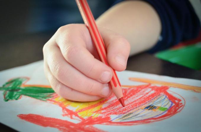 Kindertekening van een machine.© Pixabay