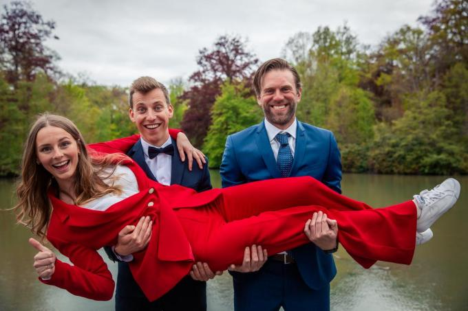 Niets dan blije gezichten bij de drie finalisten na een geweldig slot van De Mol. (foto Play4)