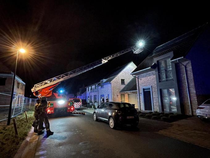 De brandweer kon vertrekken na inspectie van het huis.© JVM