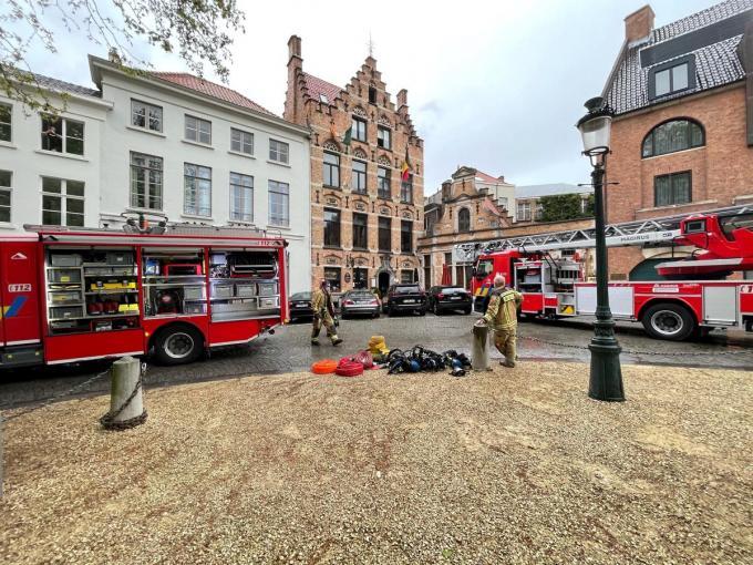 De brandweer bluste binnen en buiten.© JVMA