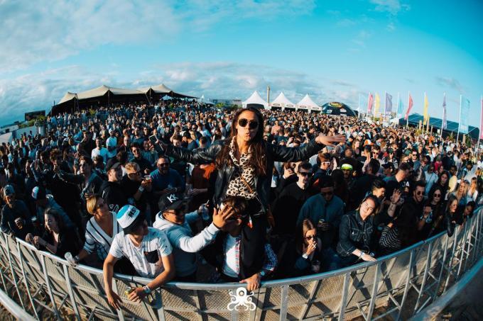 Dancefestival Ostend Beach liet dinsdag meteen weten de editie van 2021 te laten doorgaan, maar wel op 20, 21 en 22 juli in plaats van een maand eerder. (foto Ostend Beach)