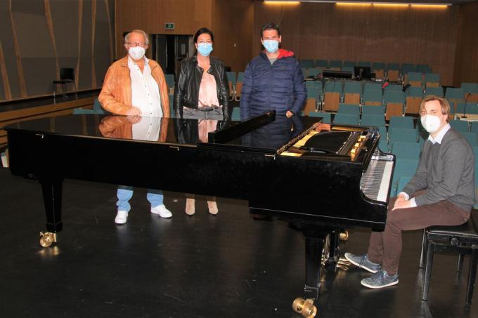 Geert Lefevre (Road Rock), schepen Kelly Detavenier, Dieter De Waele (Youth for Music) ditrecteur Eric Desimpelaere.©JVGK