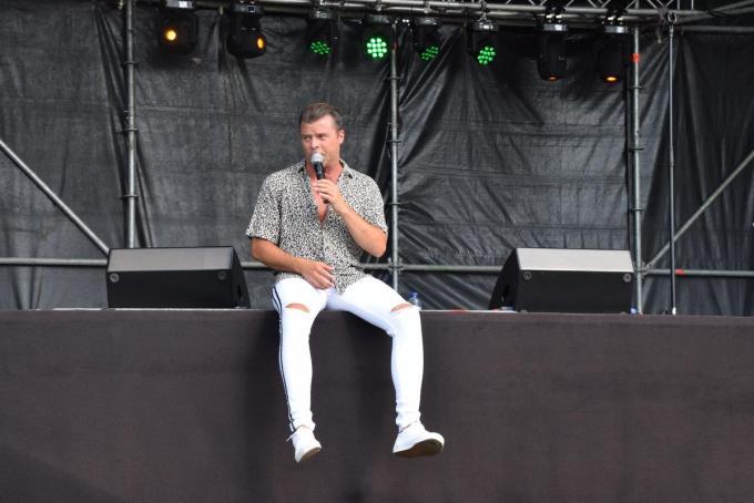 Filip D'haeze is één van de artiesten die te gast is op het gratis openingsweekend in Mandeldaele in Izegem.© PADI/Jens
