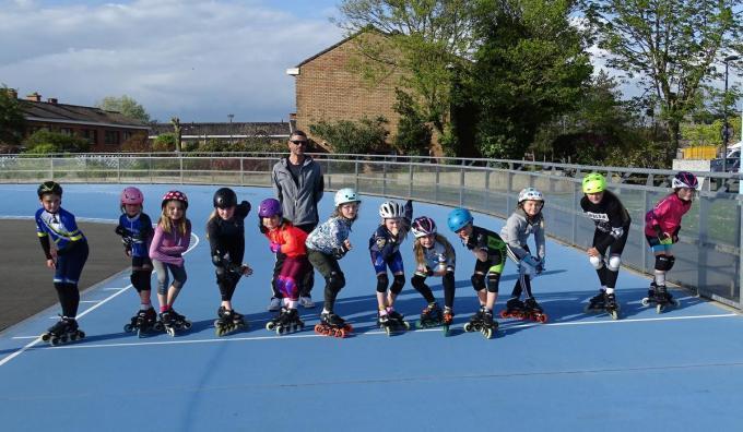 De debutanten en jongste competitierenners onder leiding van Karel Decraemer.© (Foto FRO)