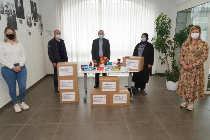 Vlnr. Sarah Kesteloot, Halil Poyraz, Murat Erdogan, Hatice Aggun en Ann Vanthournout.© (Foto Luc)