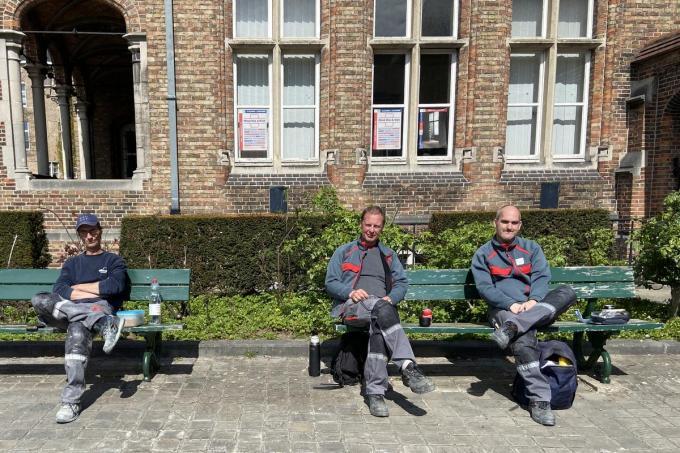Vlnr Frank Vesschemoet, Mario Corthals en Jan De Ruddere. Ze vinden het een eer en een genot om de stad te onderhouden© KVdm
